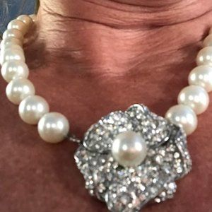 KENNETH JAY LANE PEARL CRYSTAL FLOWER NECKLACE